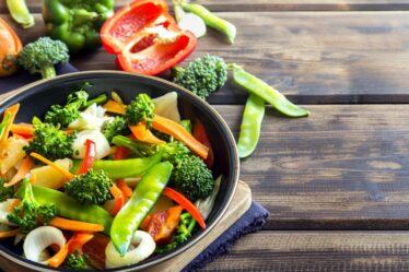 ¿Cómo freír verduras en una sartén?