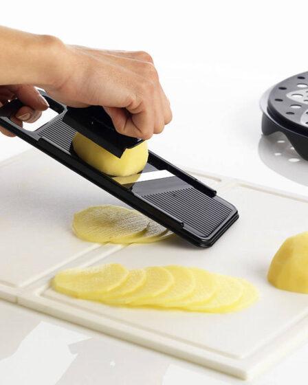 Un juego de patatas fritas con cortadora Mastrad