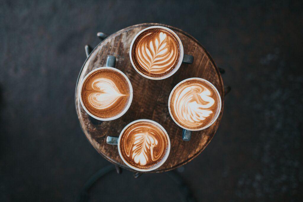 ¿Cómo hacer patrones en el café?