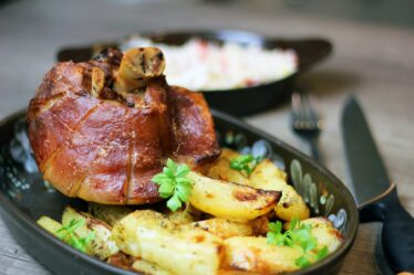 ¿Cuánto tiempo para cocinar un codillo de cerdo en una olla a presión?