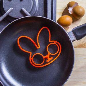 Bandeja para huevos con forma de conejo