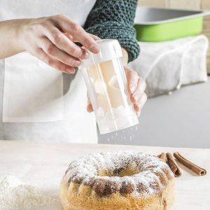Un recipiente para espolvorear azúcar en polvo Tescoma