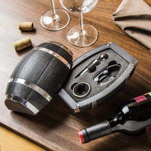 Un conjunto de accesorios para BARRIL de vino.