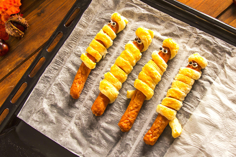 Embutidos de momias con hojaldre y queso