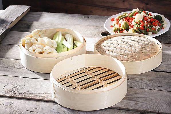 Recipiente de bambú para cocinar al vapor