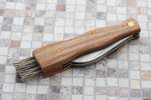 Cuchillo para setas con cepillo