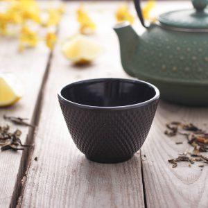 Taza de té de hierro fundido negro