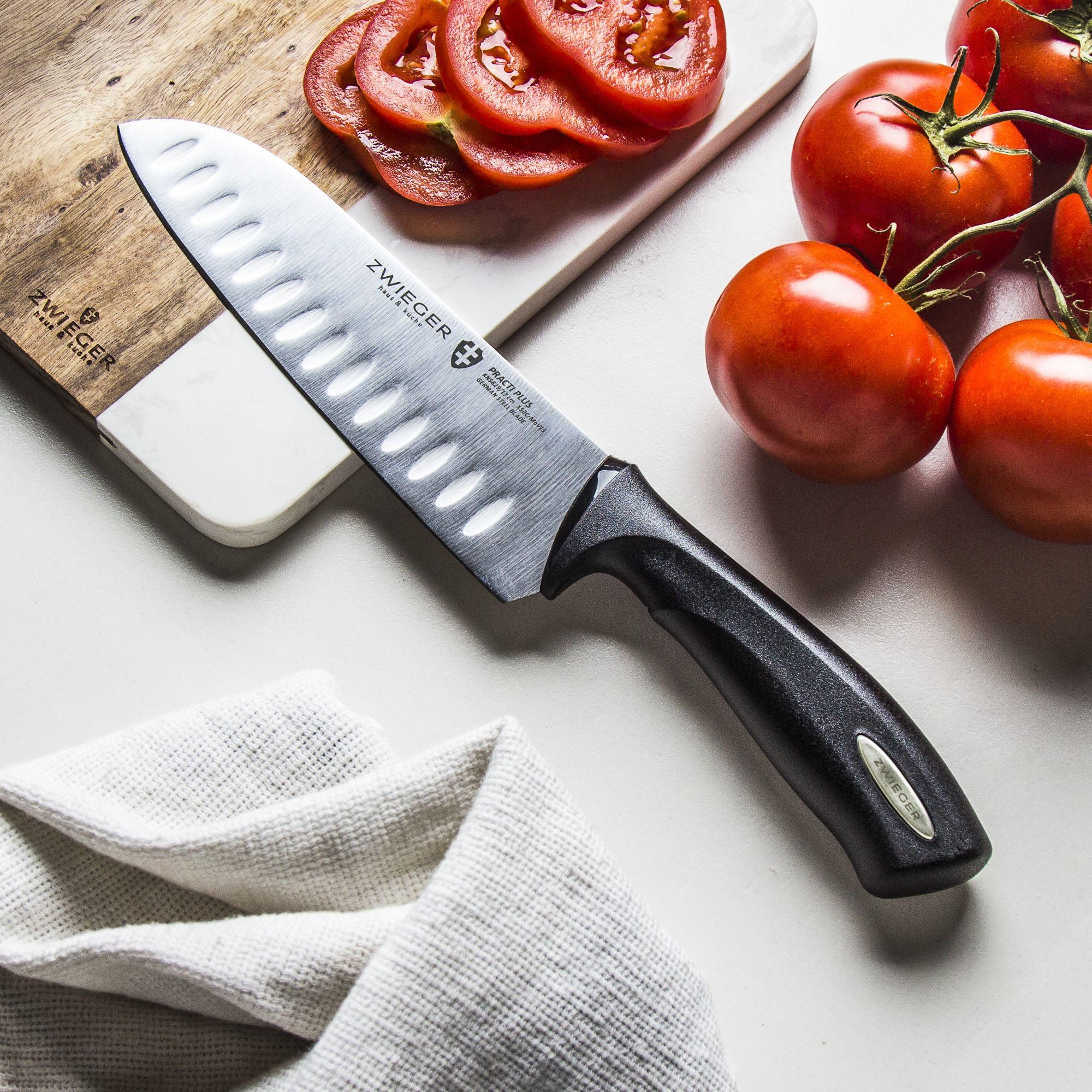 cuchillo y tomates