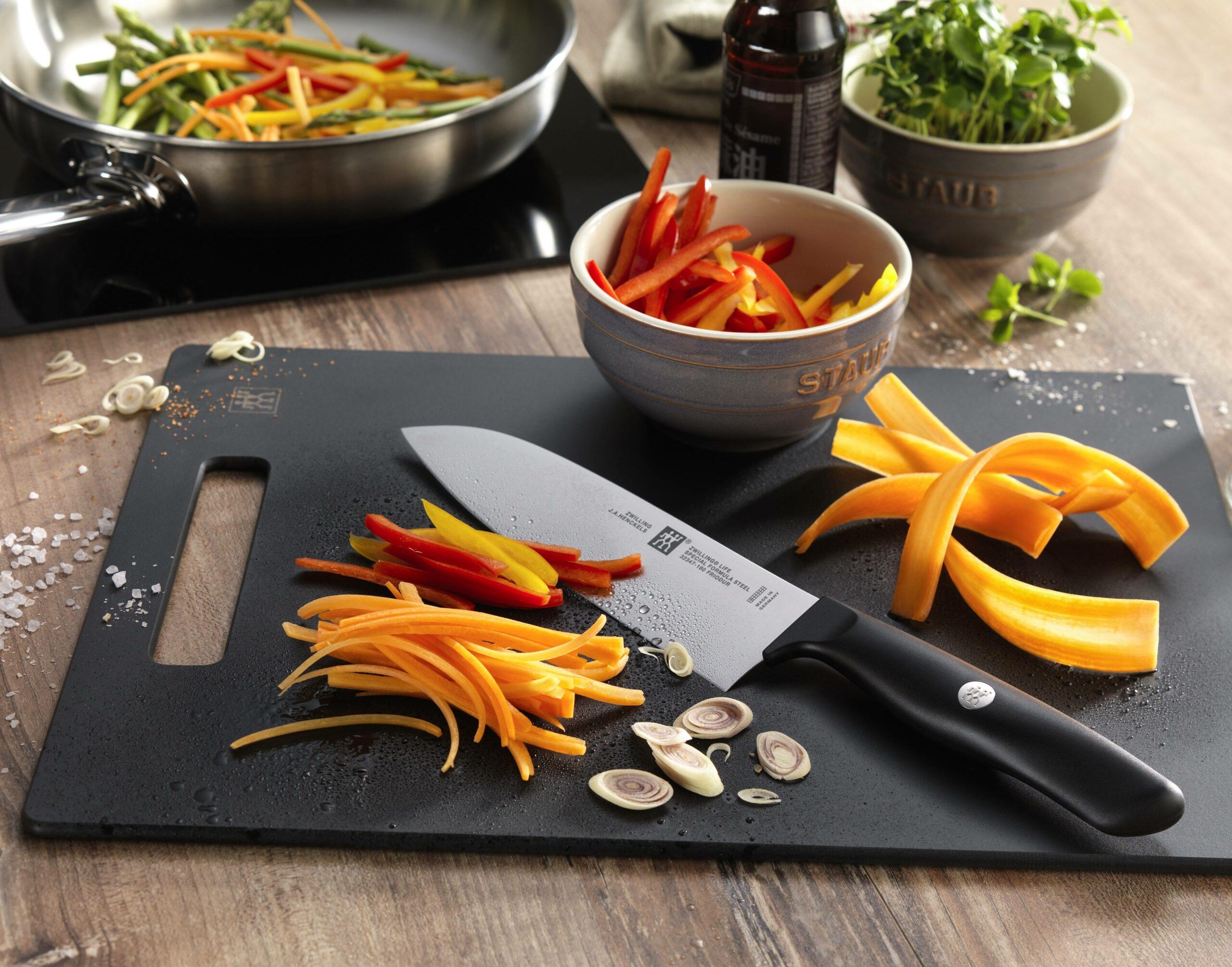 Cuchillo Santoku: ¿para qué sirve y vale la pena tenerlo en la cocina?