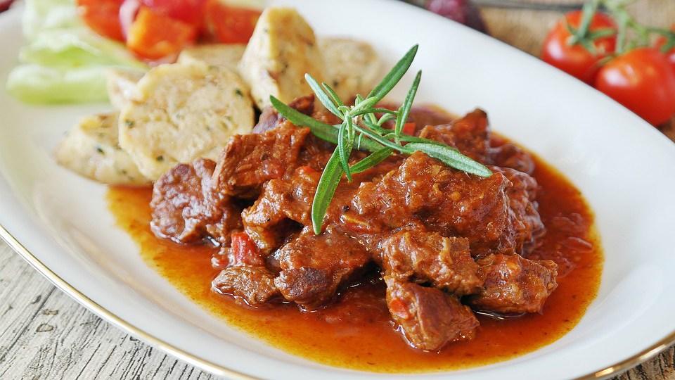 Cuello de cerdo al horno en salsa de tomate - receta