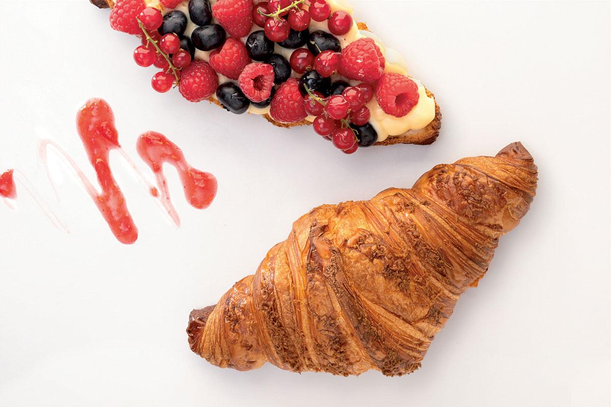 Gigacroissant con frutos rojos