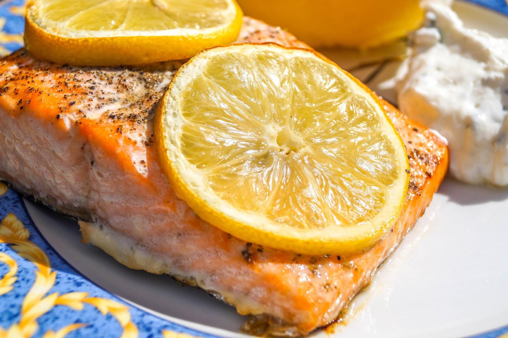 Salmón al horno en papel de aluminio al horno - receta