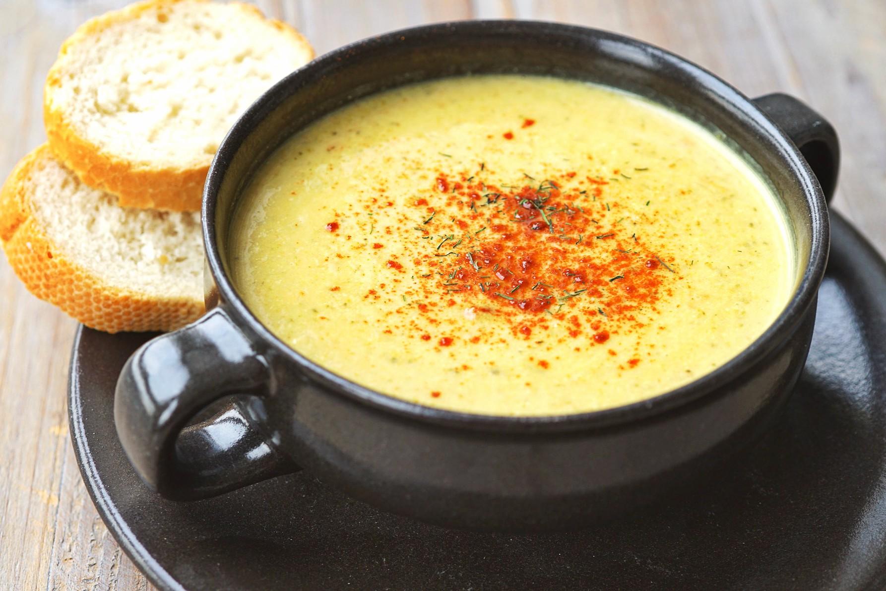 Sopa de queso crema con queso derretido - receta