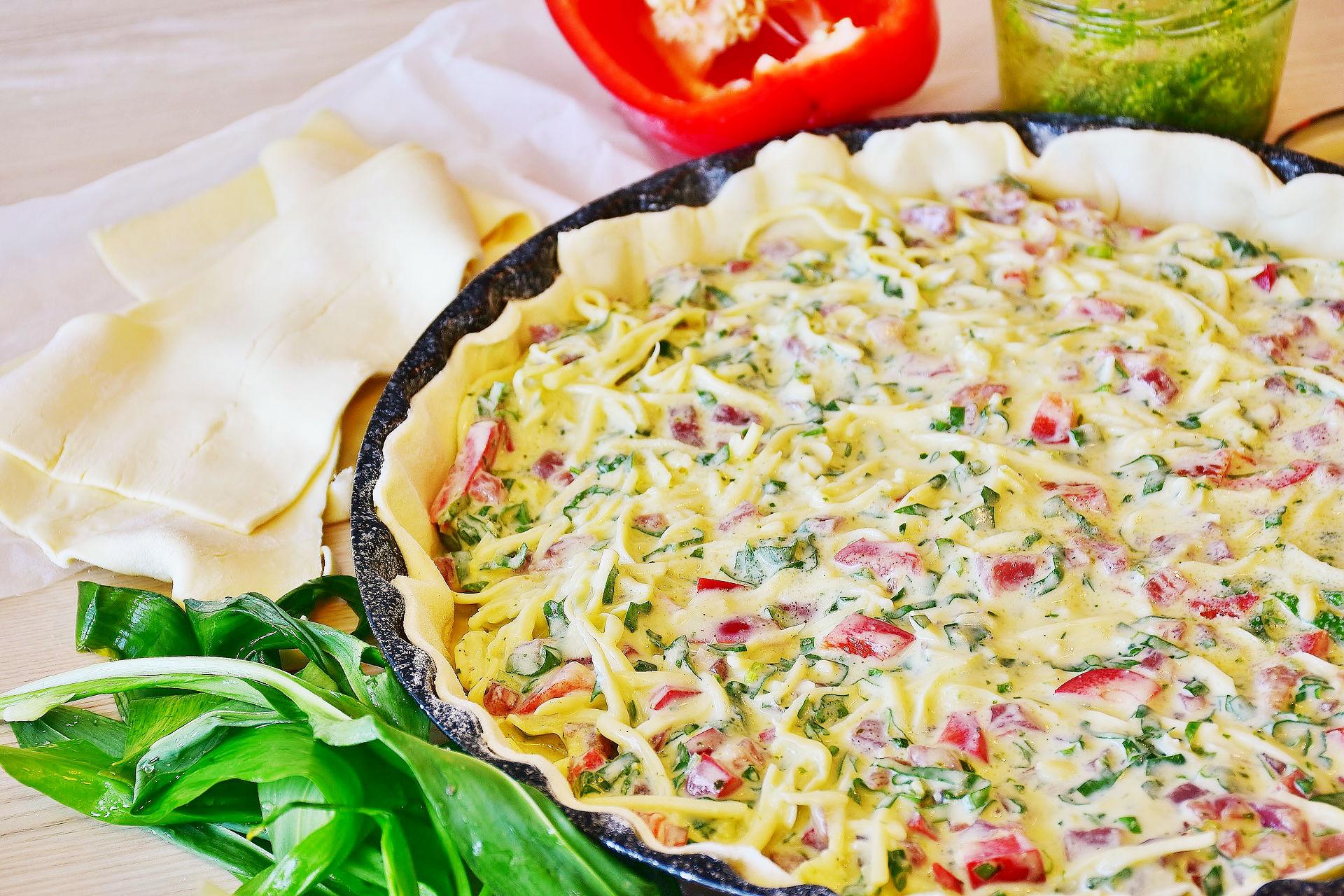 Tarta con tocino y verduras sobre hojaldre - receta
